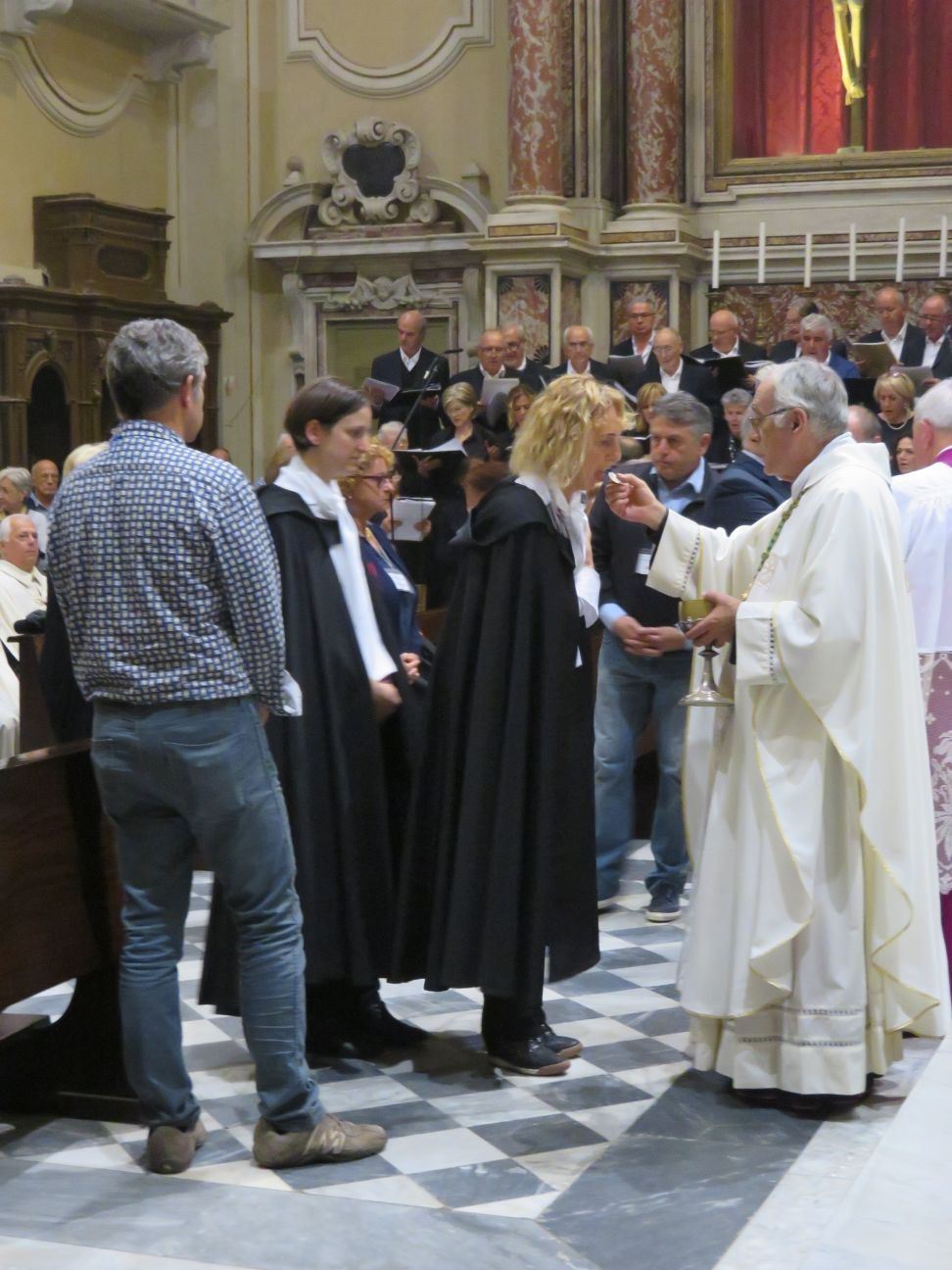 I Templari Cattolici d'Italia in occasione della festività di San Francesco d'Assisi partecipano alla Celebrazione Eucaristica Presieduta da Sua Eminenza il Cardinale Parolin Segretario di Sua Santità a Massa Carrara
